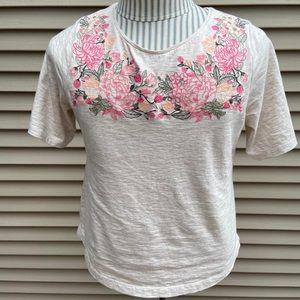 EUC Croft & Barrow flower stitch tee shirt petite